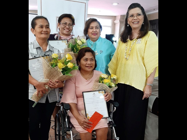 Zonta Area Director District 16, Area 3 Stella Bernabe and Zonta Club of Cebu II President Marilou Cañizares presented the plaque of recognition to the Women of Inspiration Awardees.